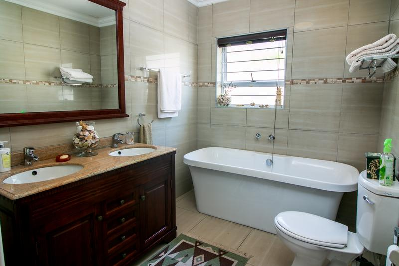 Property For Sale in Monte Sereno, Somerset West 4