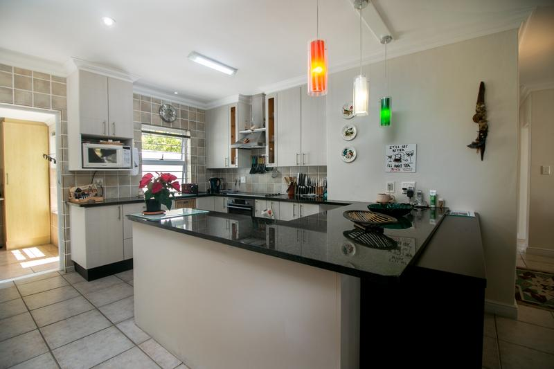 Property For Sale in Monte Sereno, Somerset West 11