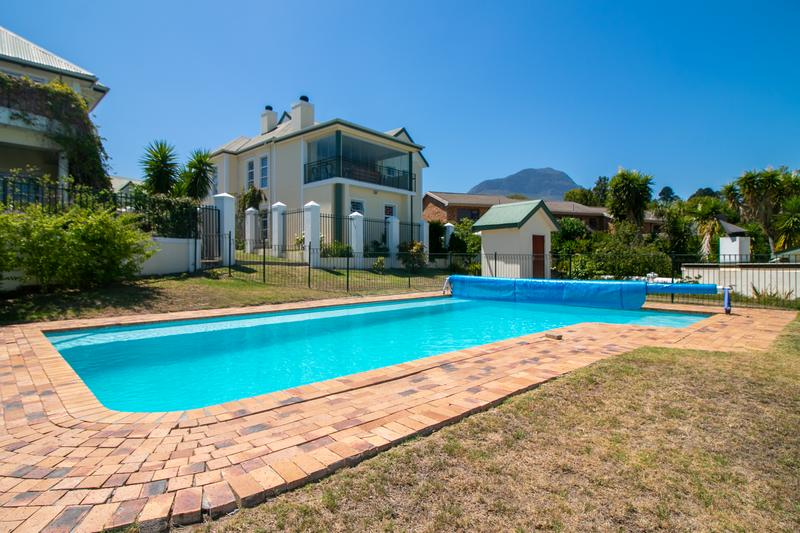 Property For Sale in Monte Sereno, Somerset West 3