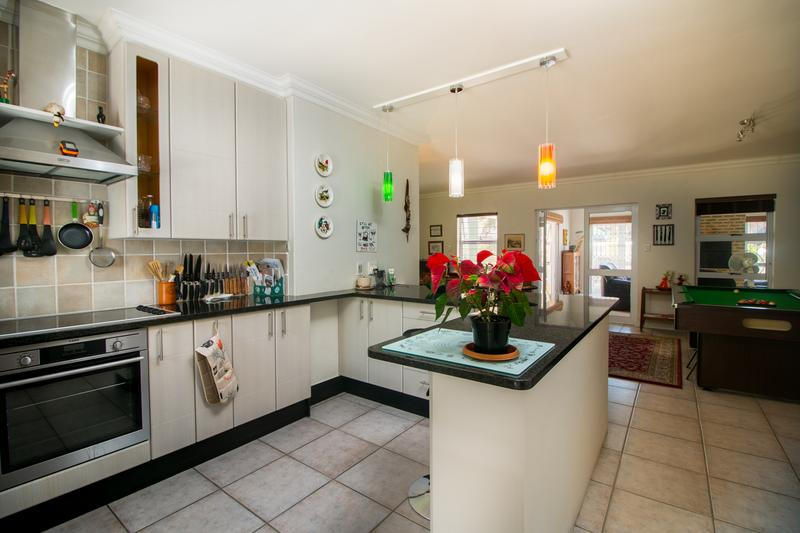 Property For Sale in Monte Sereno, Somerset West 2