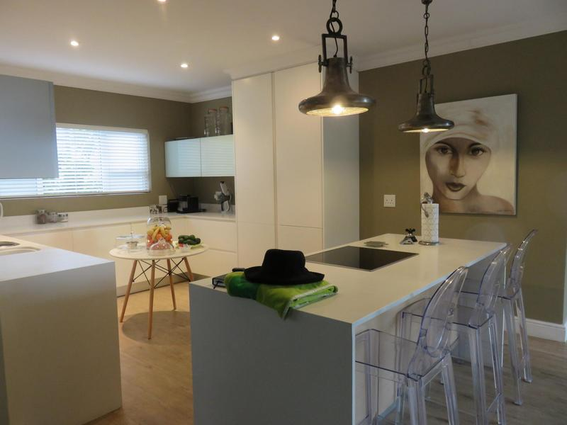 House For Sale in Dennegeur, Somerset West