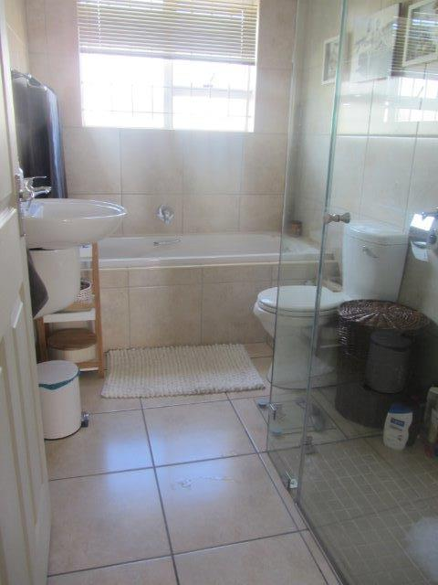 Property For Rent in Somerset Ridge, Somerset West 12