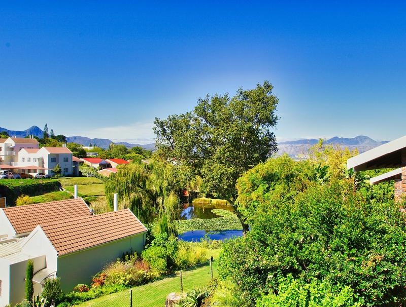 Property For Sale in Briza, Somerset West 2
